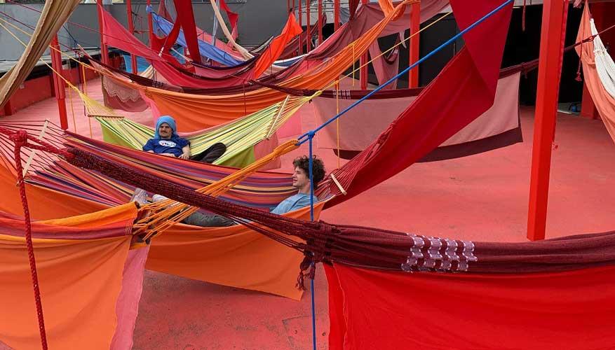 Hanging-Around מיכאל קינצר עושים אומנות אוהבים אומנות