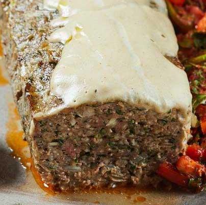 """מאפה סורי עם בשר טחון וטחינה. השף אבי ביטון מציג באדיבות """"אחווה"""""""